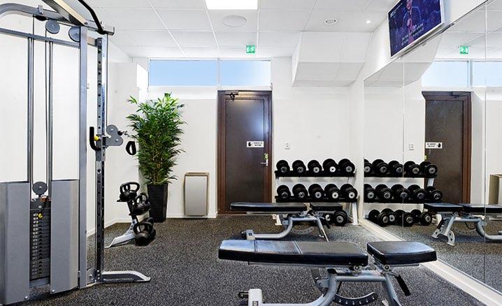 rum med träningsvikter